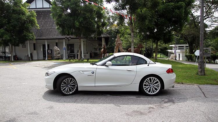Side view of BMW Z4