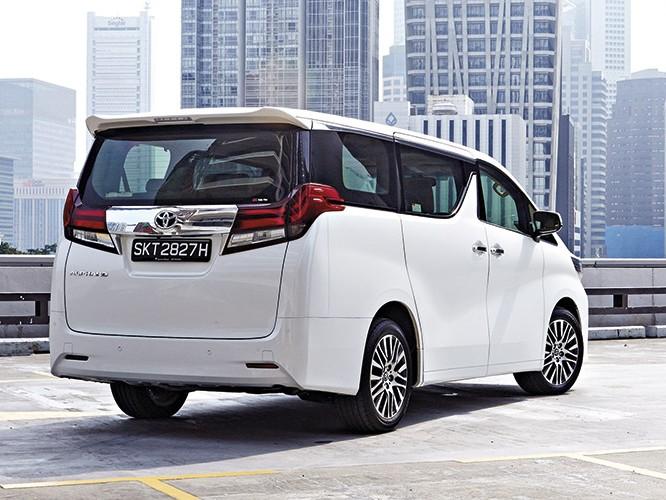 Toyota Alphard Rear