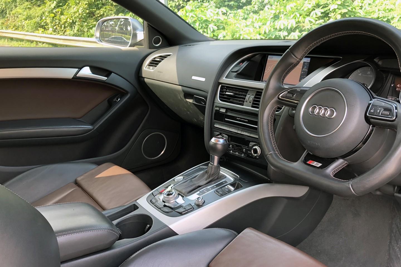 Audi S5 front seats view