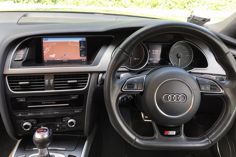 Audi S5 steering column view