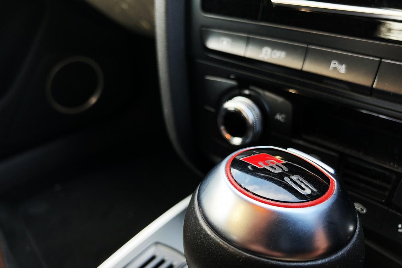 Audi S5 gear shifter view