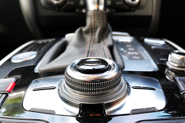 Audi S5 entertainment controls view