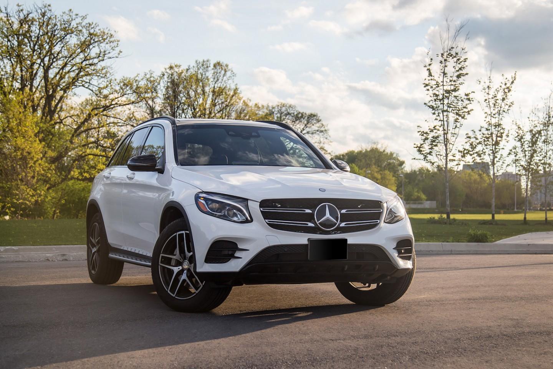 Mercedes-Benz GLC300 front view