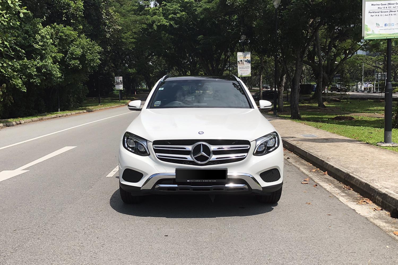 Mercedes-Benz GLC300 4MATIC front view