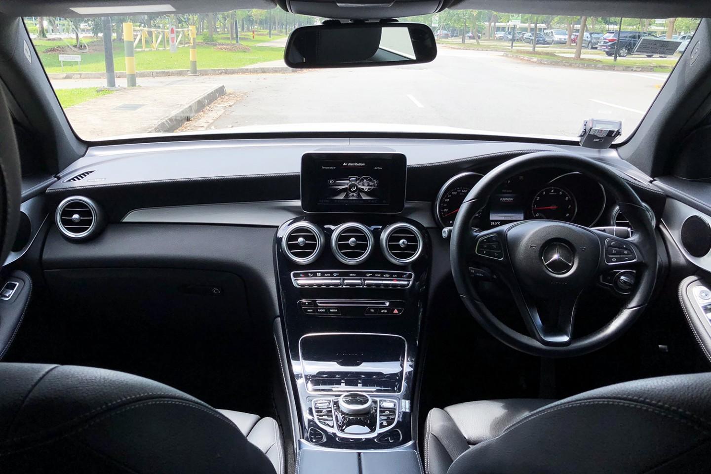 Mercedes-Benz GLC300 4MATIC interior view